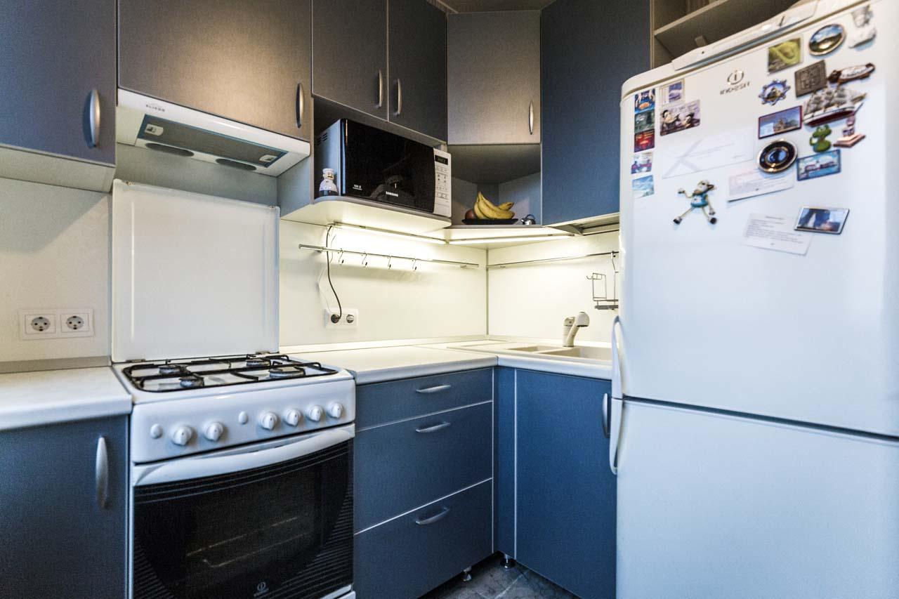 Кухня в хрущевку синего цвета на заказ.