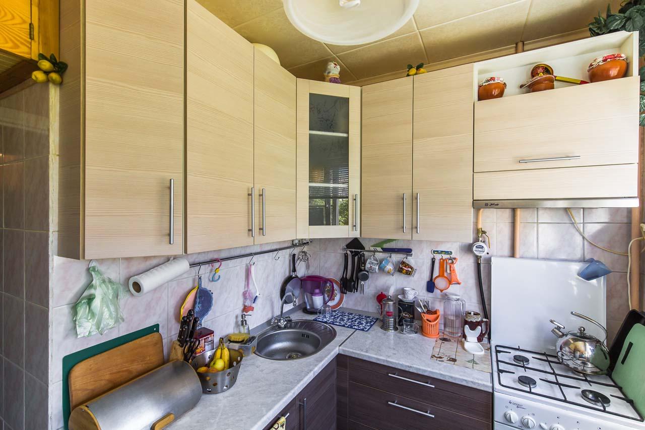 Светлая кухня в квартиру -хрущевку на заказ.