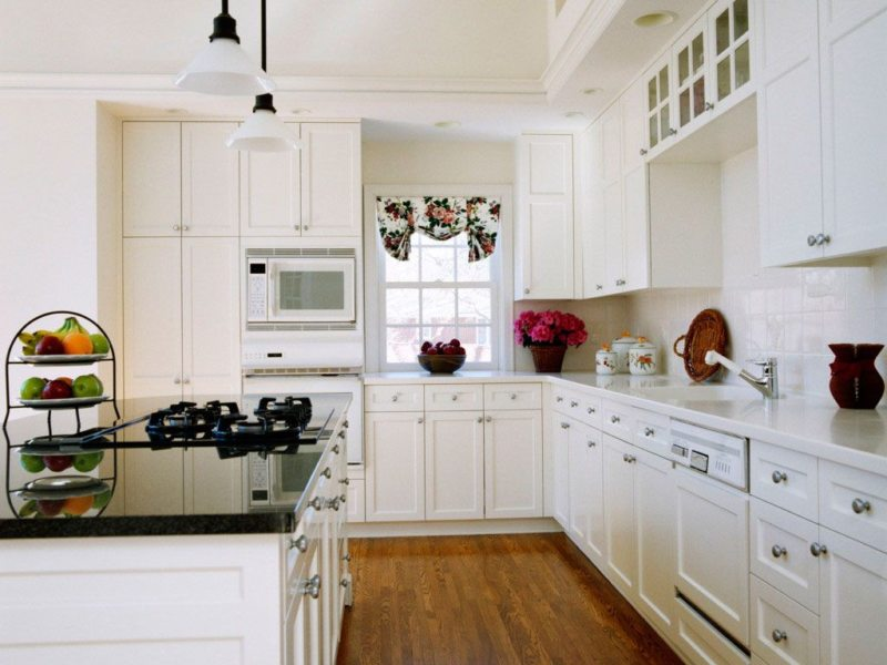 Оформление белой кухни фото