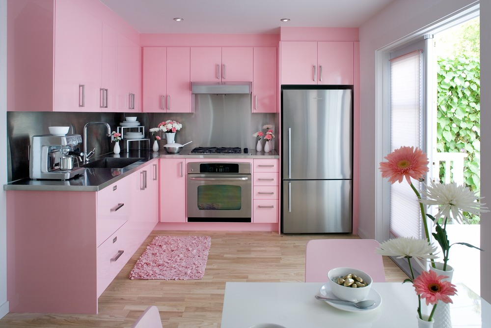 Интерьер кухни розовой фото