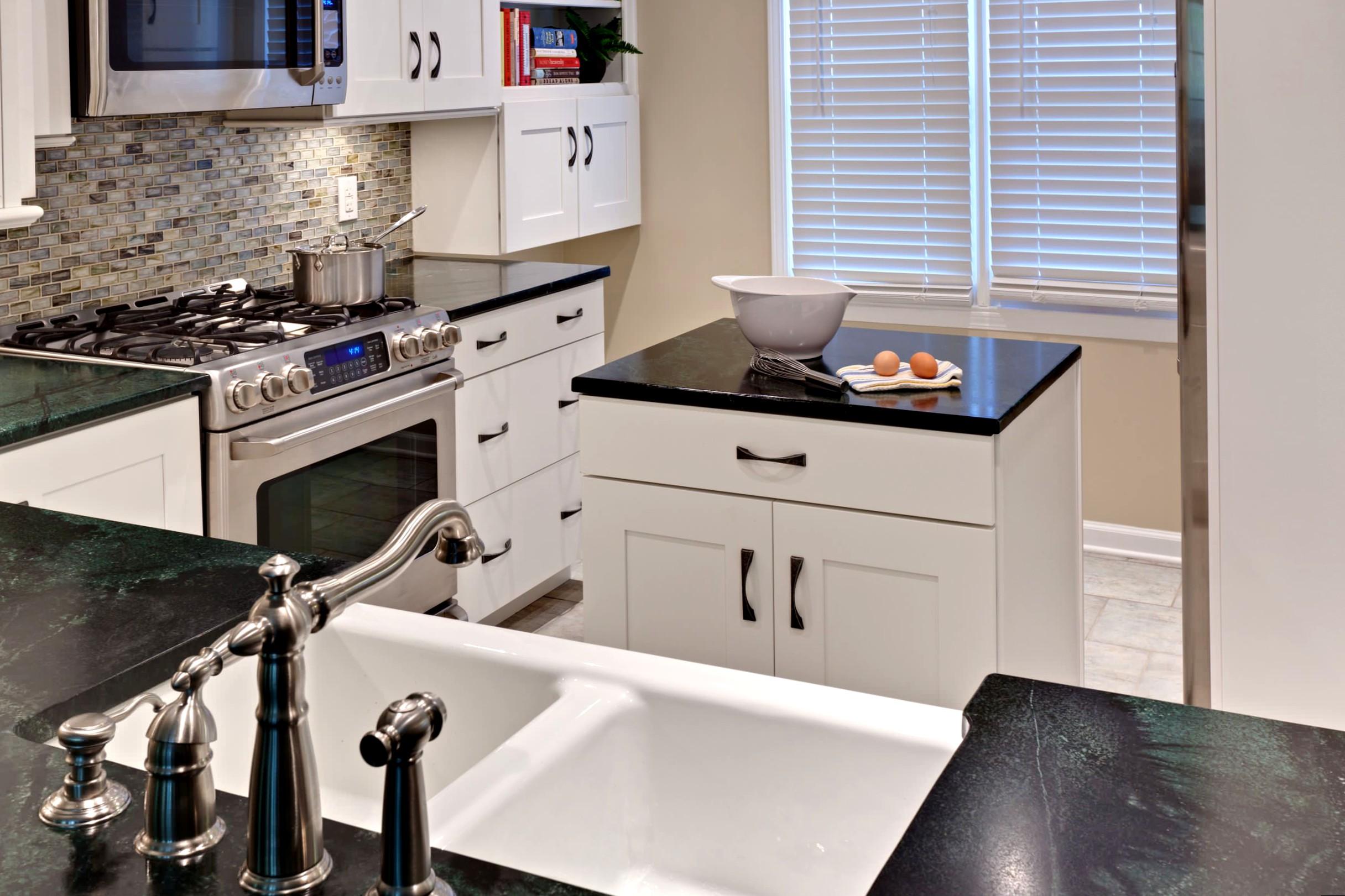 Дизайн маленьких кухонь с островом