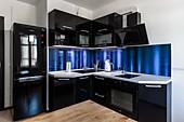 Кухонный гарнитур № 220 пластик/глянец/черный. Цена: 68200 руб.