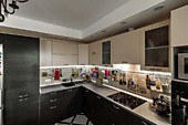 Кухонный гарнитур №236 пластик/бежевый/коричневый. Цена: 72600 руб.