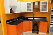 Кухонный гарнитур №233 МДФ/белый/оранжевый. Цена: 28000 руб.